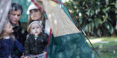 Camping lluvia familia