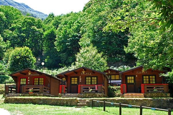 cabañas camping naranjo de bulnes picos de europa