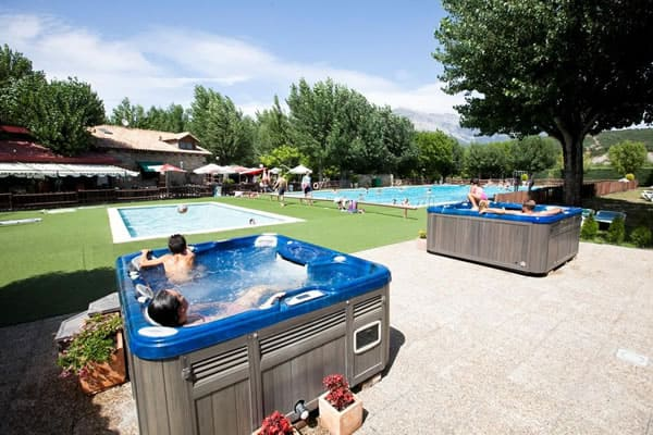 Bungalows Peña Montañesa piscinas e hidromasajes