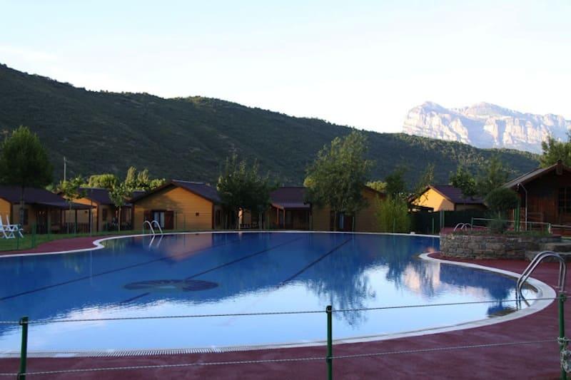 Camping Boltaña piscina Ordesa