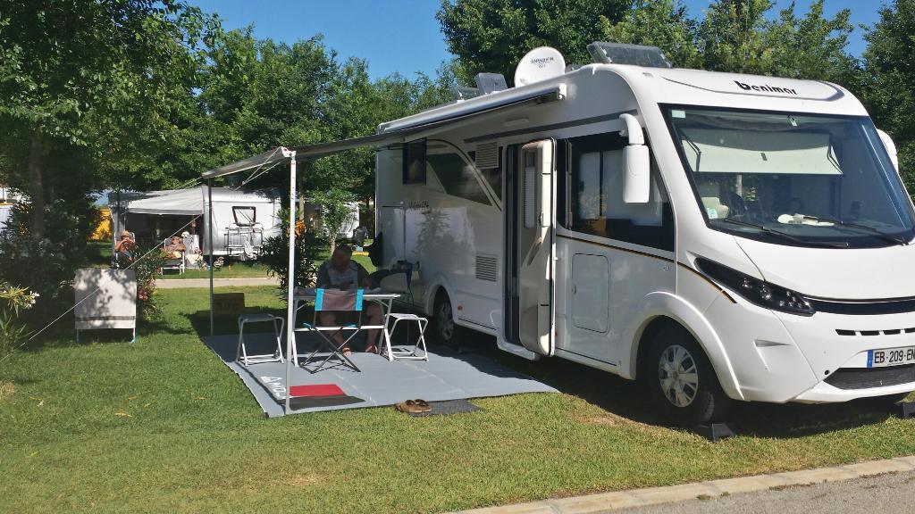 Camping en Conil ROCHE parcelas césped
