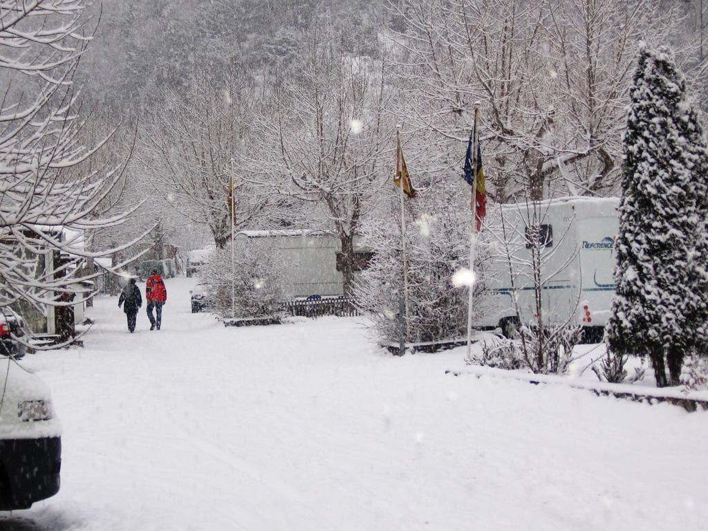 camping pla andorra nieve invierno